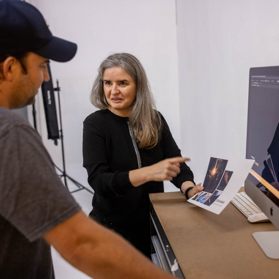 Making-of: Jeannette Meier Kamer bespricht das Fotoshooting mit Kunden | Meier & Kamer Cosplay Shooting