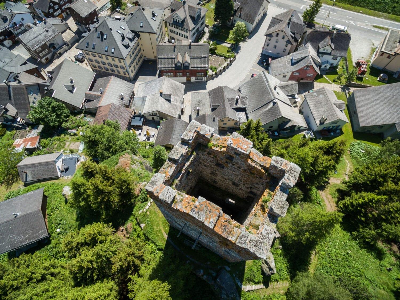 Meier & Kamer Luftaufnahme mit Drohne: Turm Hospenthal