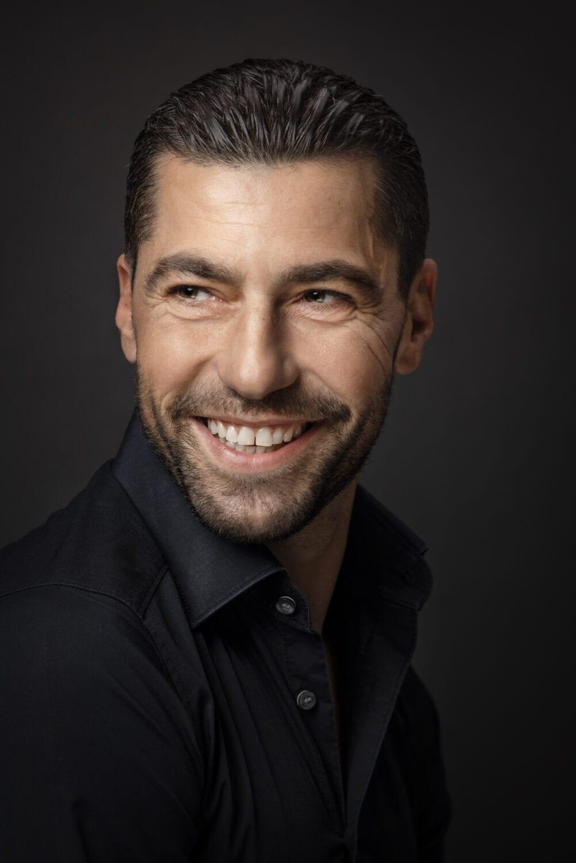 Daniele Marchese als Kunde des Monats März 2021 für Scissors Hairstyling Bernd Prassel in Goldau. Cinematic Images, Werbefotografie, Headshot, Portraitfotografie Fotoserien, Fotokonzeption, Foto, Kampagnenfotografie, Werbekampagnen