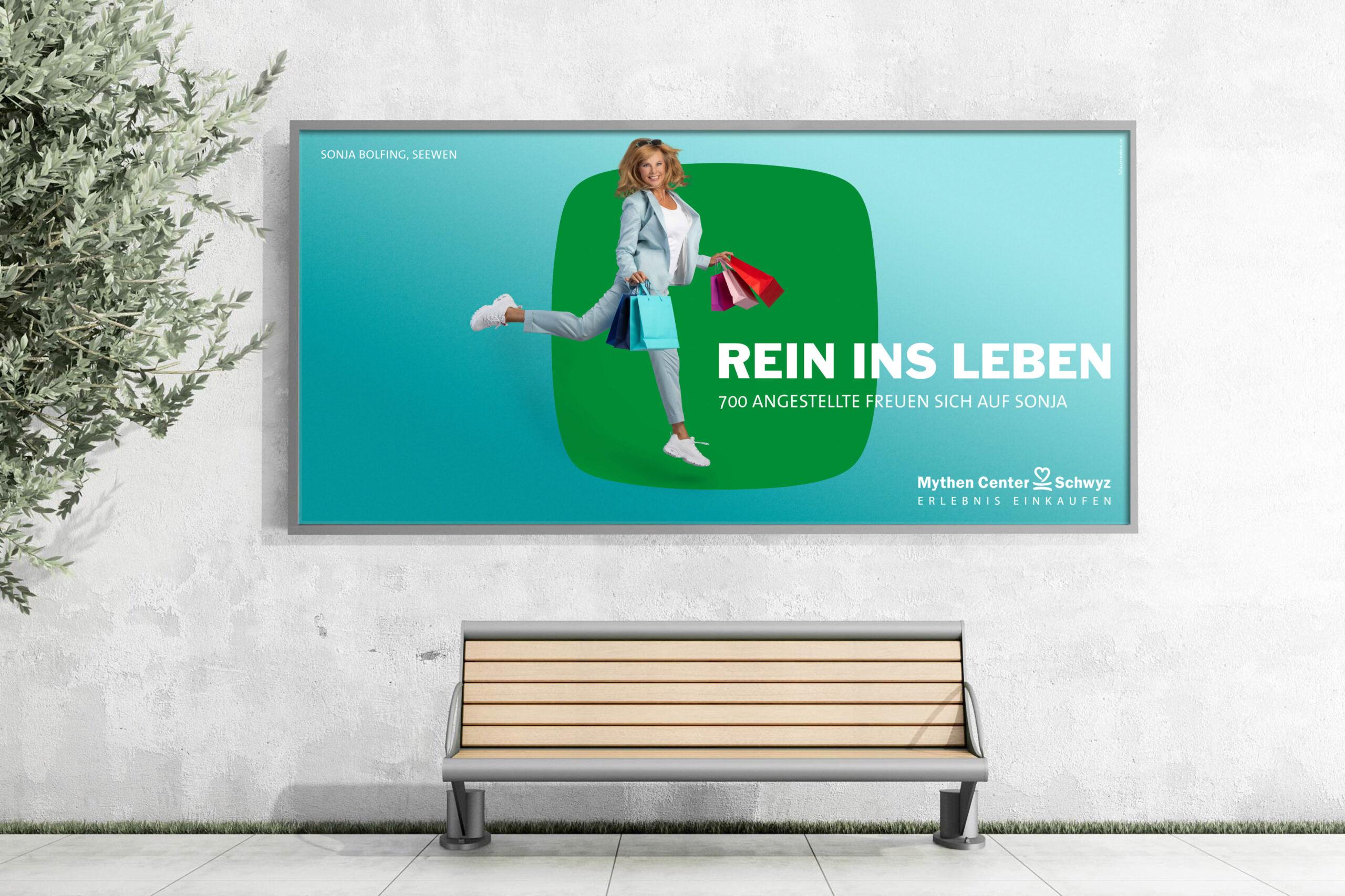 Mockup Plakat: Werbefotografie Werbekampagne Rein ins Leben fürs Mythen Center Schwyz im Fotostudio Blatthirsch Seewen - Model Sonja Bolfing - Fotografie, Fotograf, Werbefotograf, Goldau, Oberarth